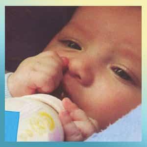 Fotografia de un niño en periodo de lactancia