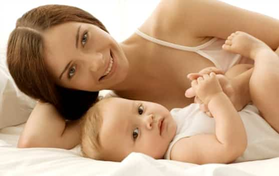 Bebé con su mamá