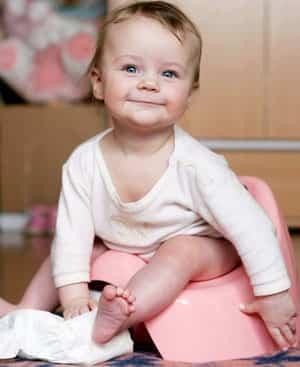 Bebé en el orinal