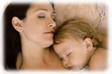 bebey-mama-durmiendo.jpg