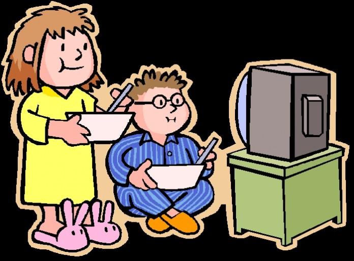 ninos mirando tv