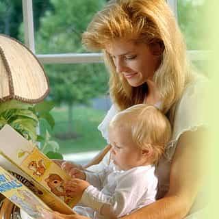 mama y hijo leyendo