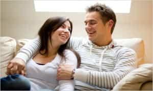 pareja contenta