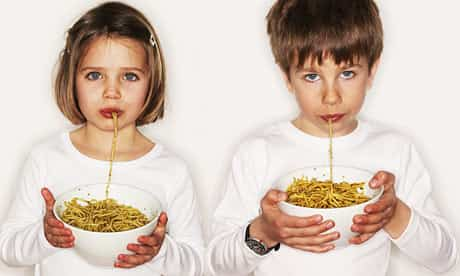 Children eating pasta 001