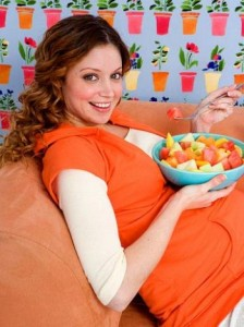embarazada comiendo sano