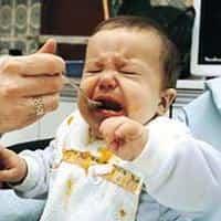bebe comiendo1