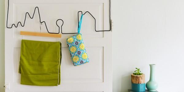 Simpático perchero de alambre para colocar en dormitorios infantiles