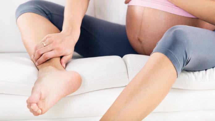 pies y piernas hinchados
