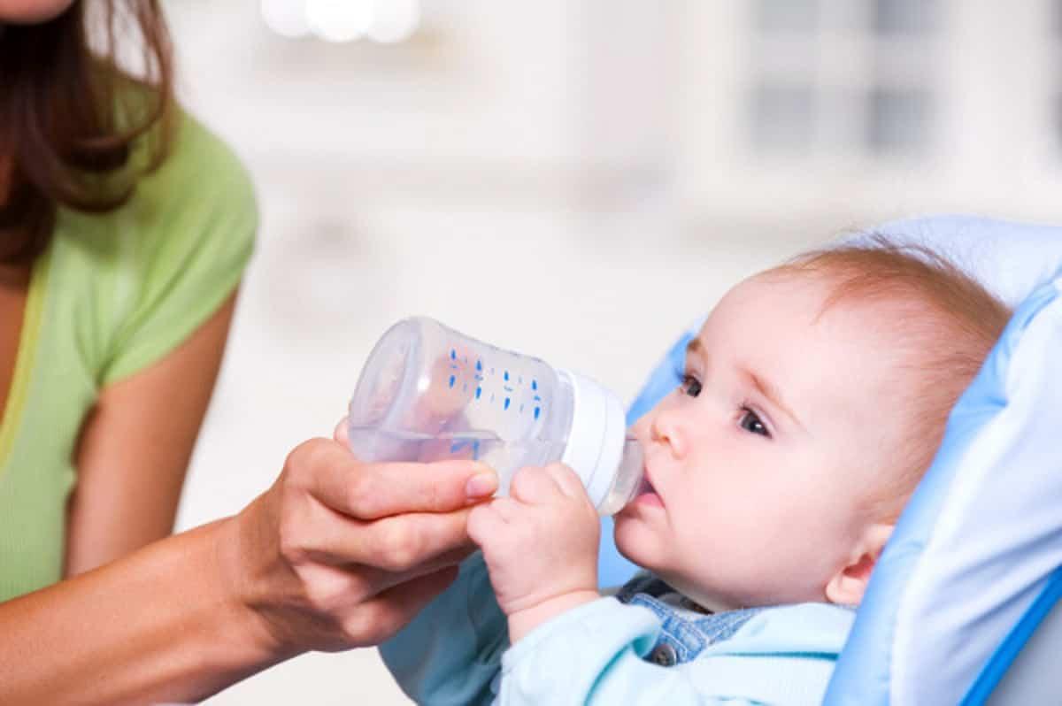 depositphotos 4245752 stock photo baby drinking water
