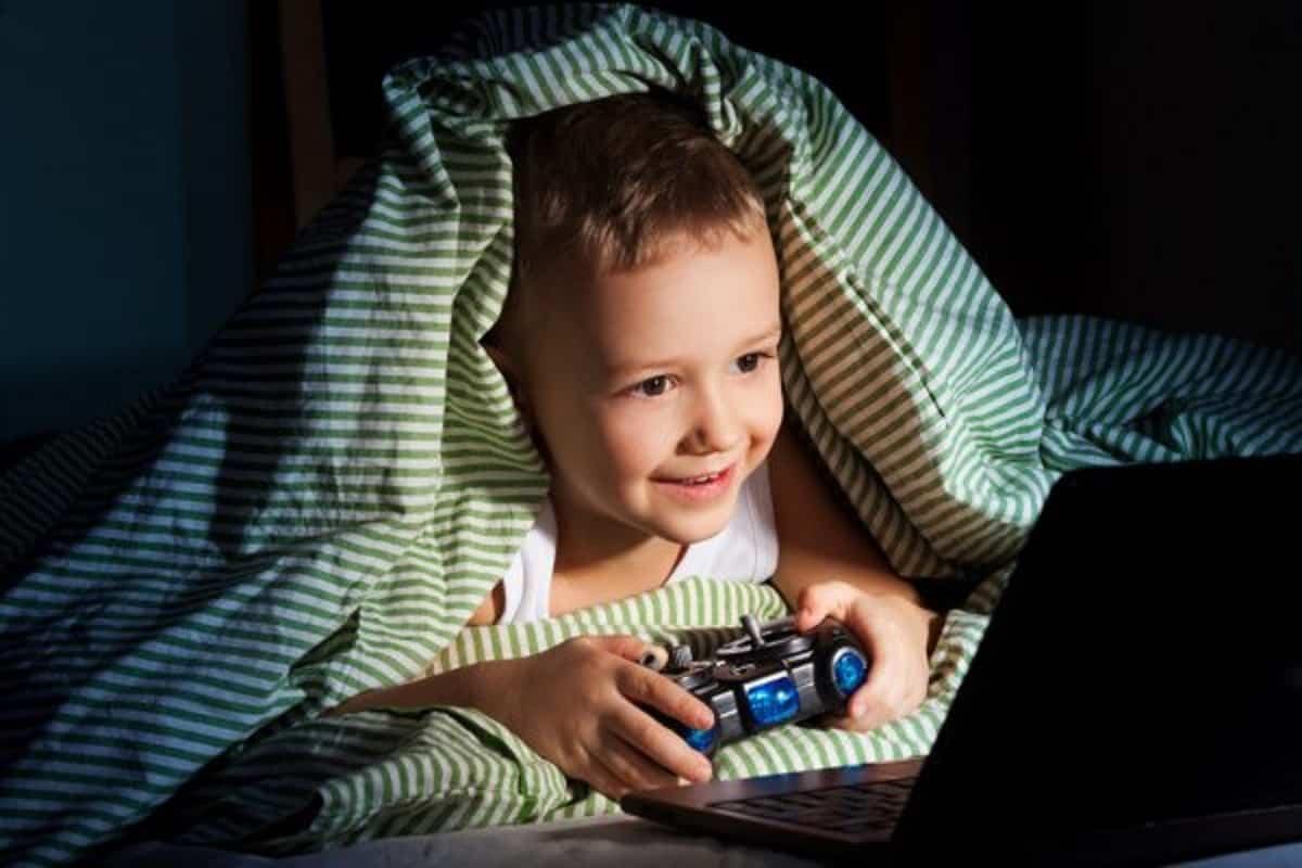 depositphotos 19062253 stock photo computer games at night