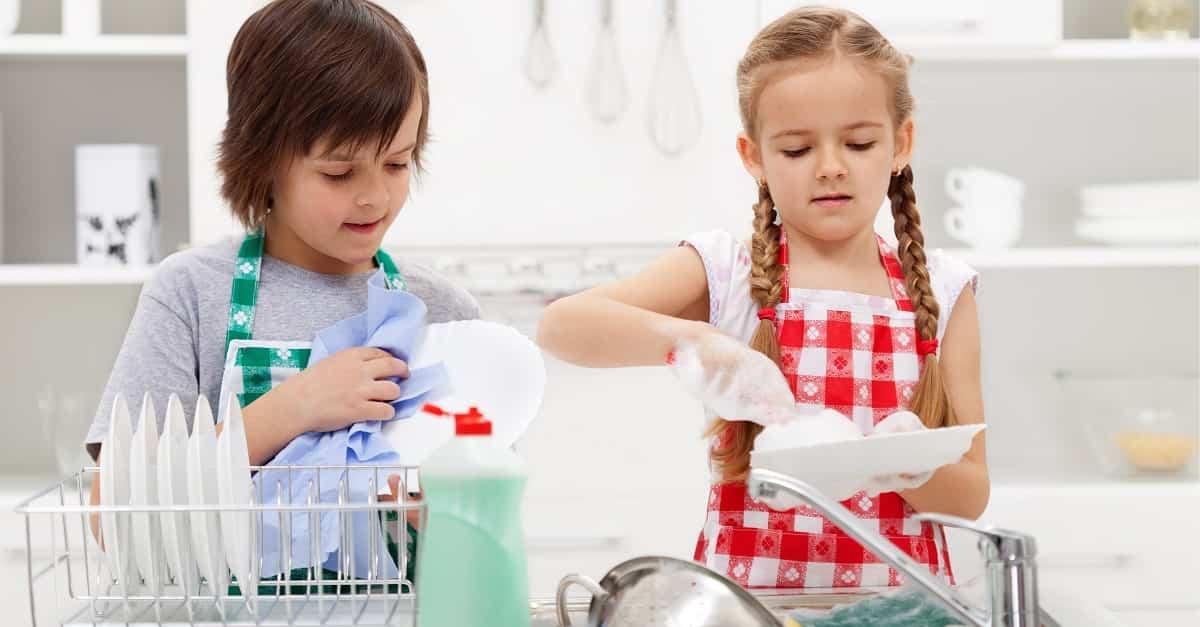 Beneficios de involucrar a los niños en las tareas domésticas