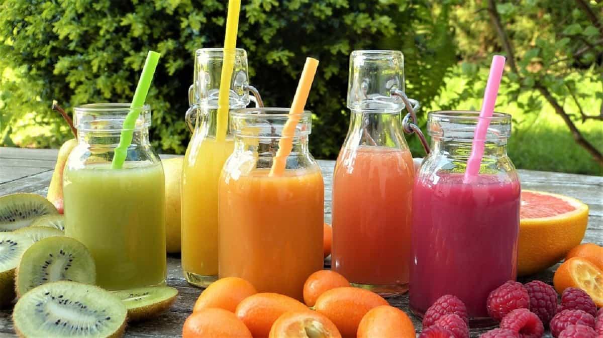 Incorporar alimentos como frutas y verduras y prepara zumos, es ideal para evitar el estreñimiento.