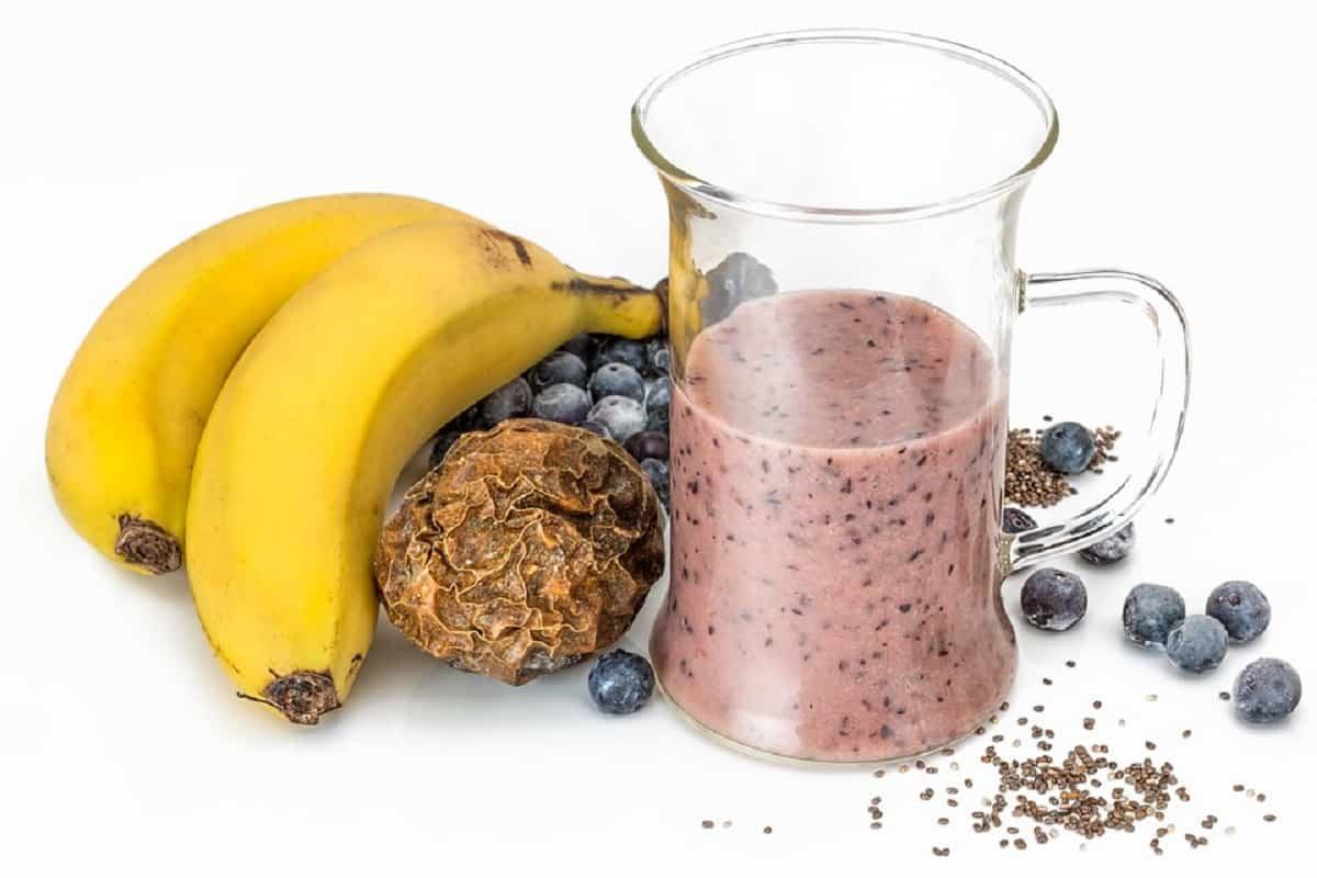La leche, algunas personas que siguen la dieta vegetariana la integran, de lo contrario hay varias opciones y gran cantidad de semillas para complementar.