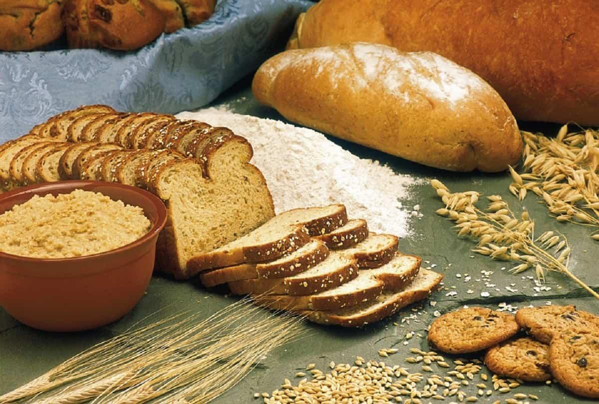 Para aliviar el estreñimiento después del parto debes agregar cereales y fibras a tu dieta y beber más líquidos.
