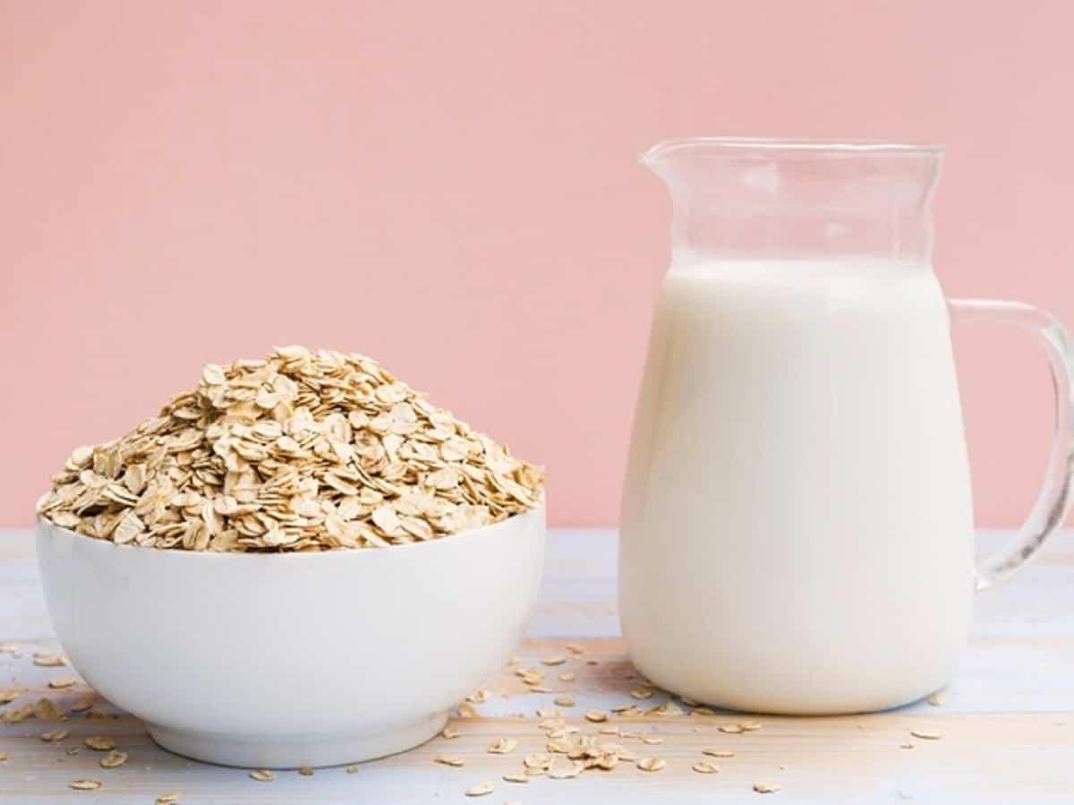 Agregar avena en tu dieta te ayudará a mejorar el sistema digestivo y aumentarás  la producción de leche materna.
