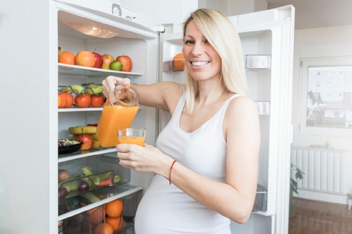 Las naranjas es uno de los superalimentos ideales para agregar en el desayuno durante tu embarazo.